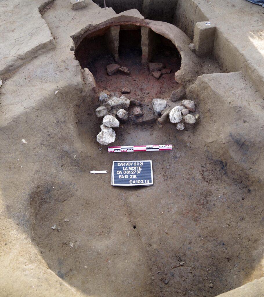 Four domestique creusé en sape dans le substrat